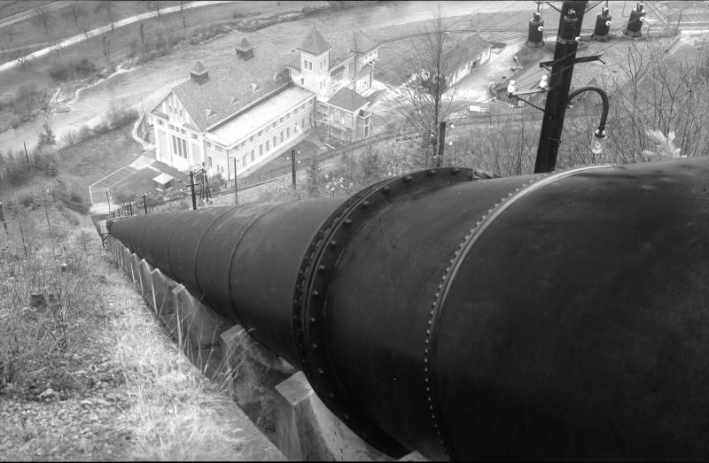 Blick von der Druckrohrleitung und die Werkanlagen in Opponitz