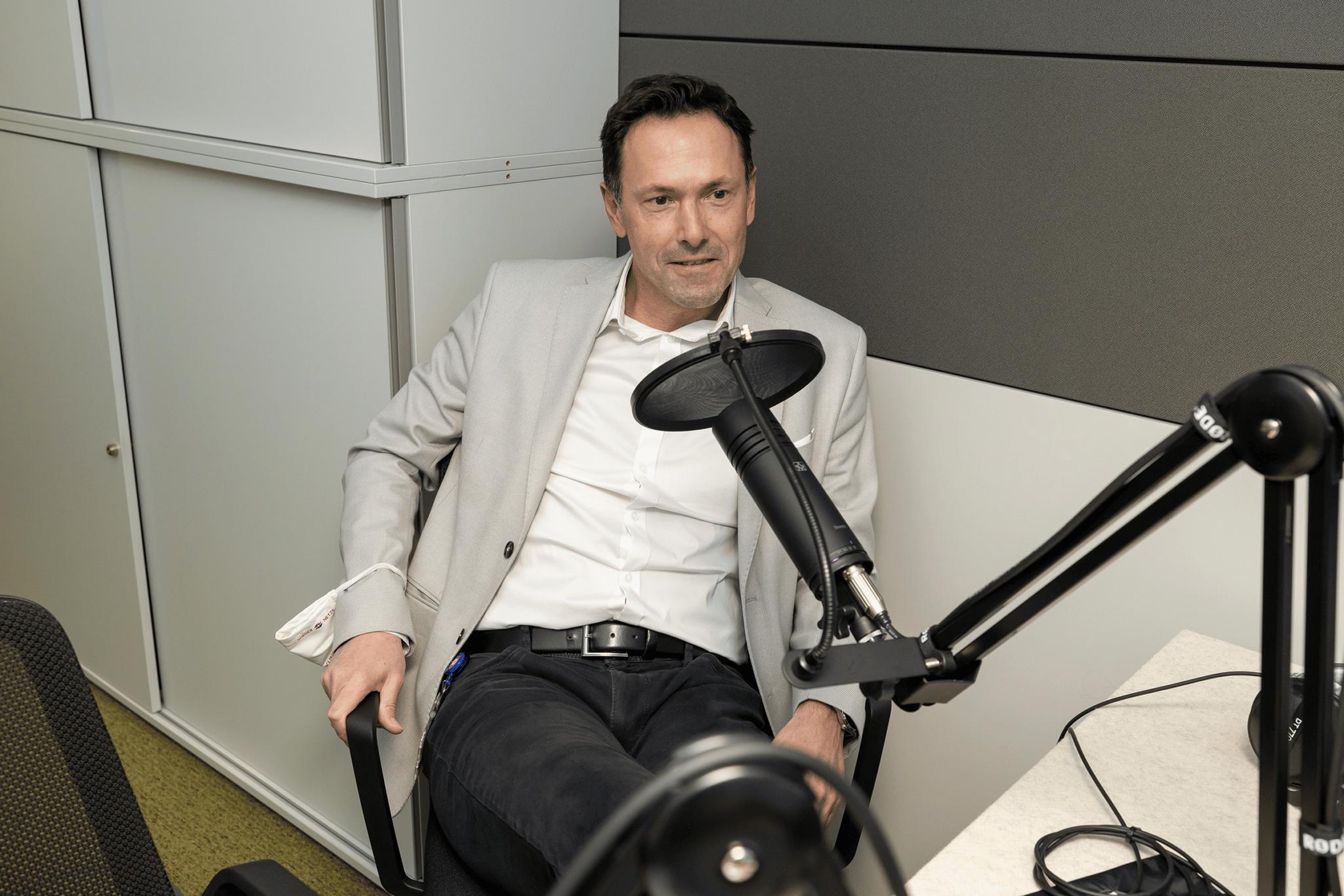Gerhard Prochaska im Podcast Studio