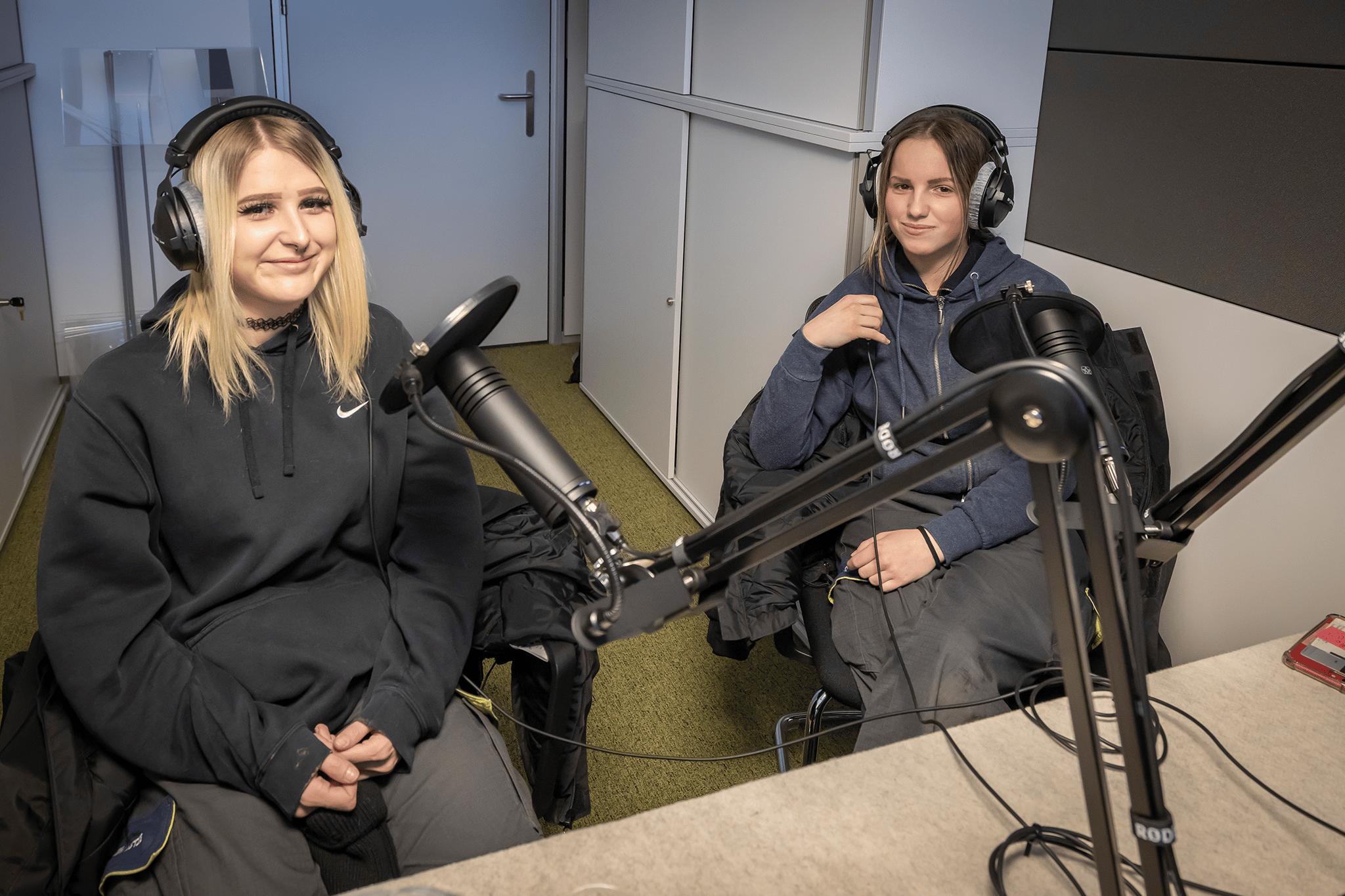 Lehrlinge im Podcast-Studio